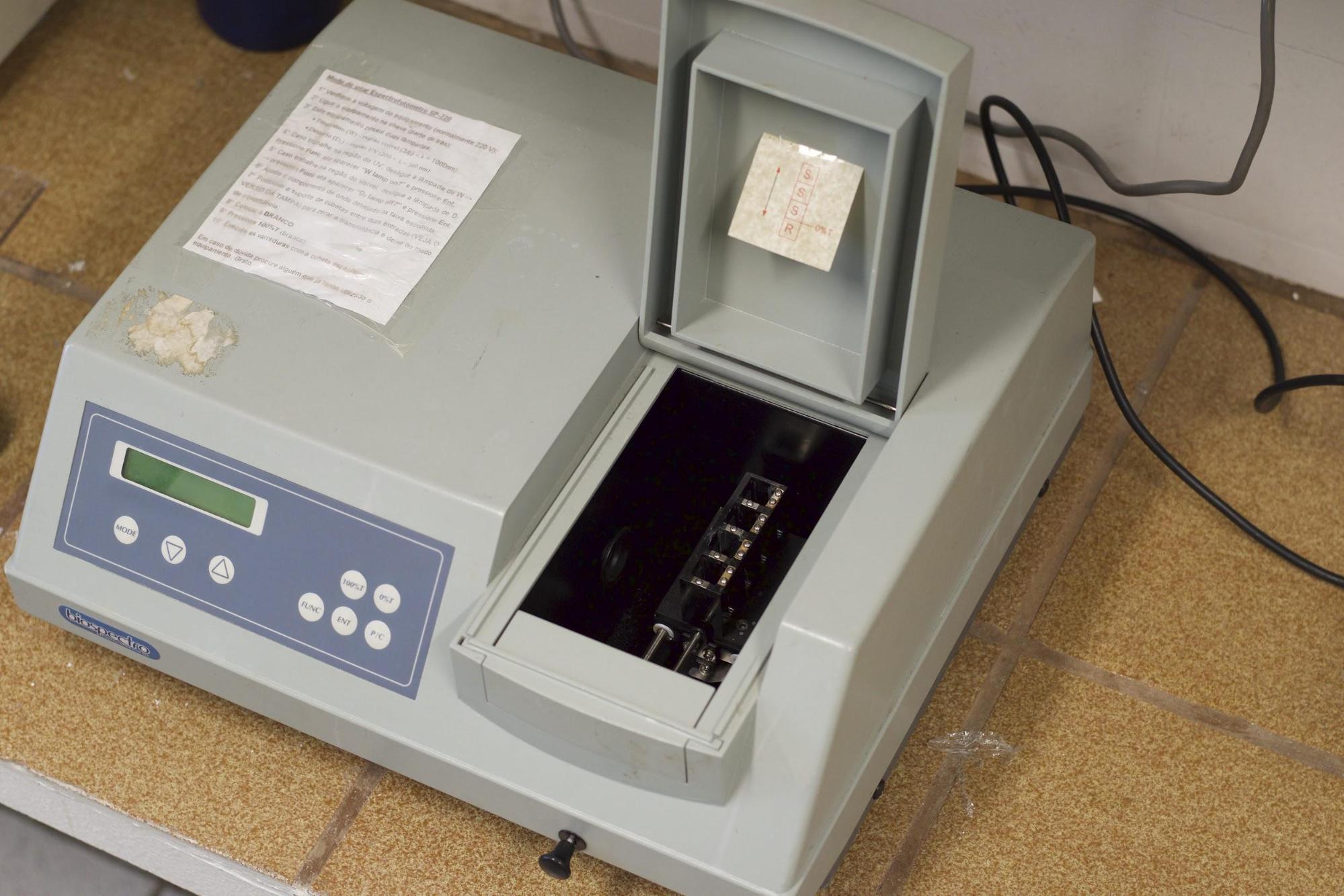 Figura 1: Espectrofotômetro Uv-Vis de bancada, marca Biospectro, modelo SP-220.<br/>FONTE: BIOPOL, (2020).